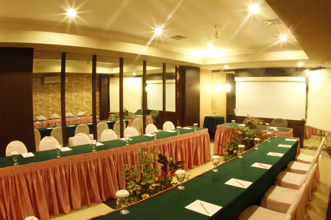 Hotel banjarmasin international for Small meeting room jakarta selatan